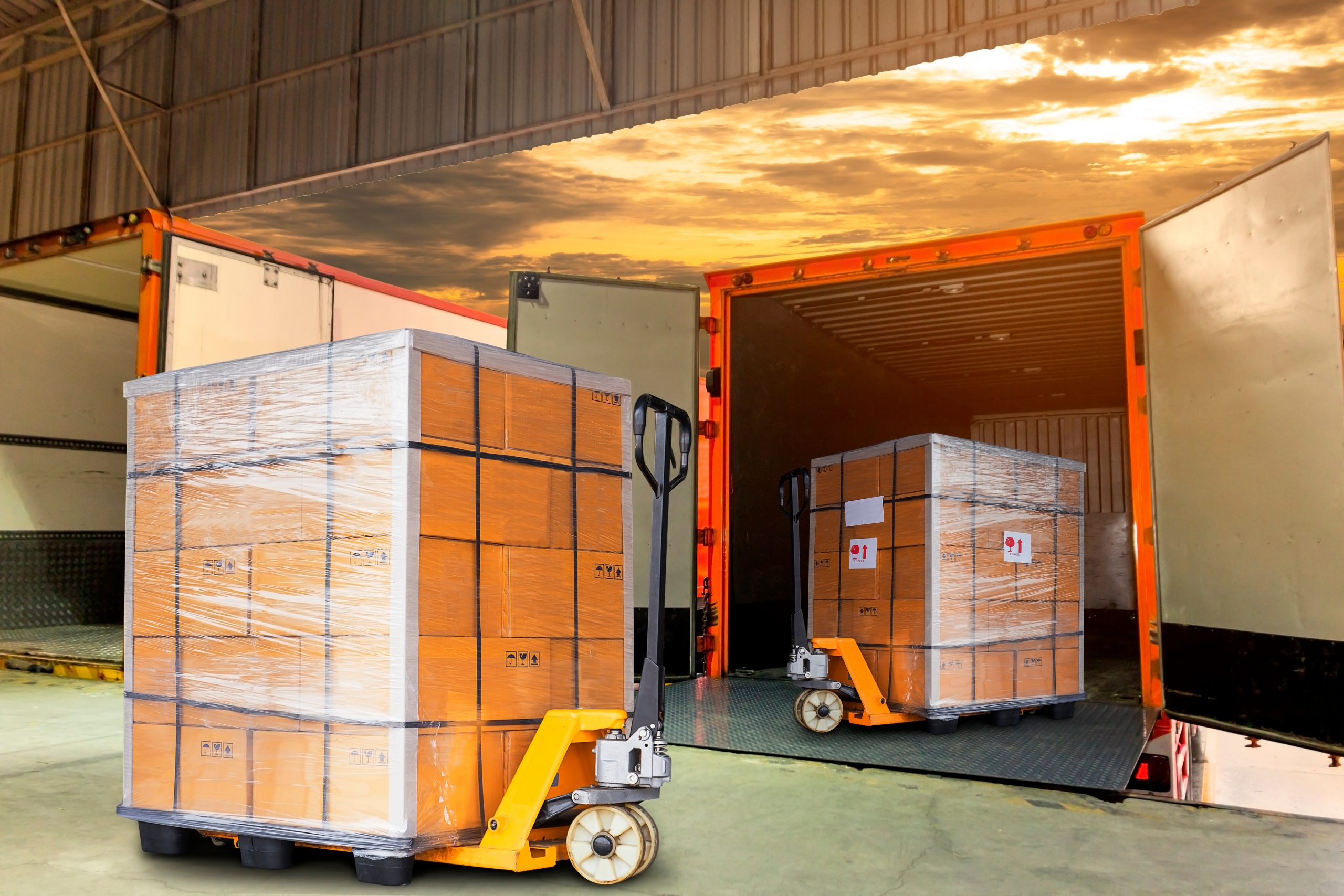 Cargo,Shipment,Loading,For,Truck.,Freight,Truck,For,Delivery,Service.
